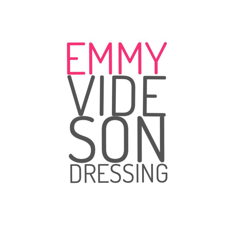 Emmy vide son dressing